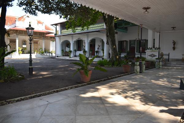 Gedung Pusaka dan Kantor Sultan. (foto: mfaridwm)