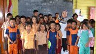 Guru Lina dan murid-muridnya (foto: mfaridwm)