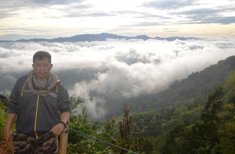Penulis di Lolai, negeri diatas awan. (foto: ist/ruslan_ali)