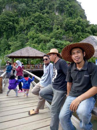 Para pengunjung di Cafe Rammang-rammang (foto: ist/imraa)