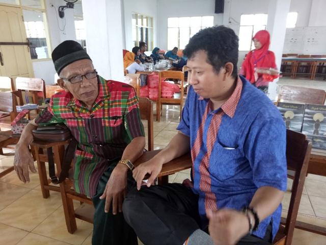 Penulis bersama H. Djamaluddin Hatibu. (foto: ist/desy reskiani)
