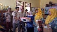 Penyerahan Bantuan CSR Tonasa untuk PAUD Kalabbirang (foto: ist)