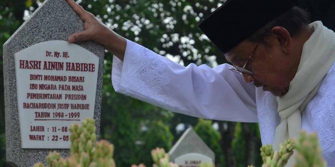 Habibie ditinggal mati istri, Ainun (foto:boombastis)