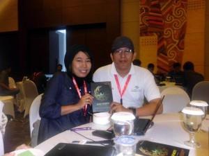 """Bersama Nuri Nura, Penulis muda Makassar bersama bukunya """"Kaki Waktu"""" (foto: ist)"""