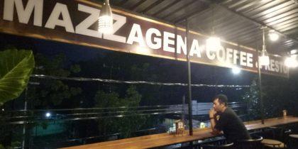 Penulis cari ide dan inspirasi di salah satu cafe di Pangkep. (foto: hasbi)