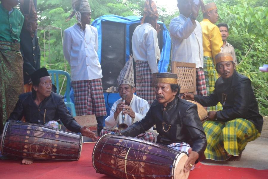 Kesenian Tradisional di Biringere mash lestari. (foto: mfaridwm)