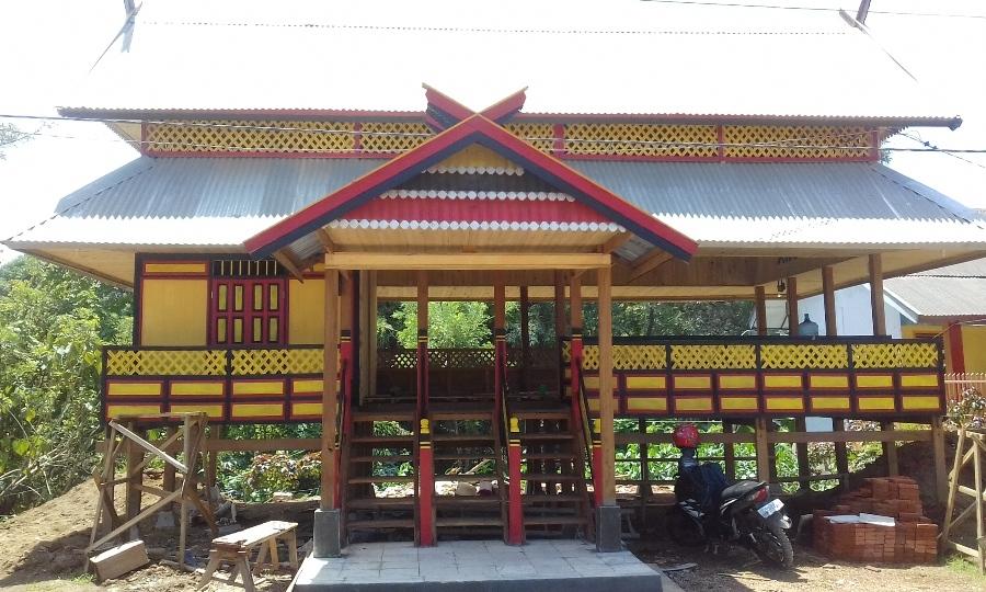"""Sanggar Seni """"Budaya Turiolo"""" di Borong Untia Biringere saat masih tahap pembangunan. (foto: mfaridwm)"""