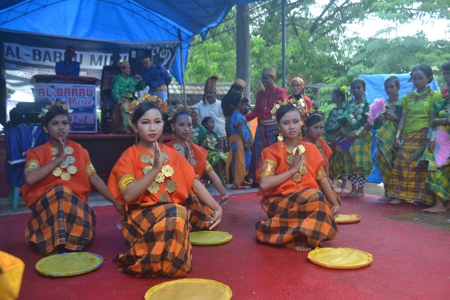 Pemakaian Baju Bodo dalam Penampilan Seni Tari Tradisi. (foto: mfaridwm)