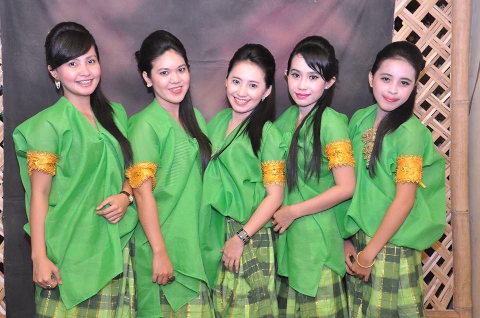 Baju Bodo untuk remaja putri yang tidak berhijab. (foto: chameela damayanthie)