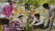Sepasang Pengantin disyaratkan menanam pohon penghijauan sebelum akad nikah. (foto: andi syukri/ist)
