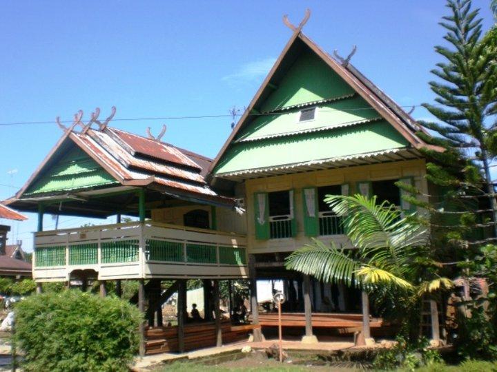 Salah satu model Rumah Adat Makassar di Pangkep. (foto: ettaadil)