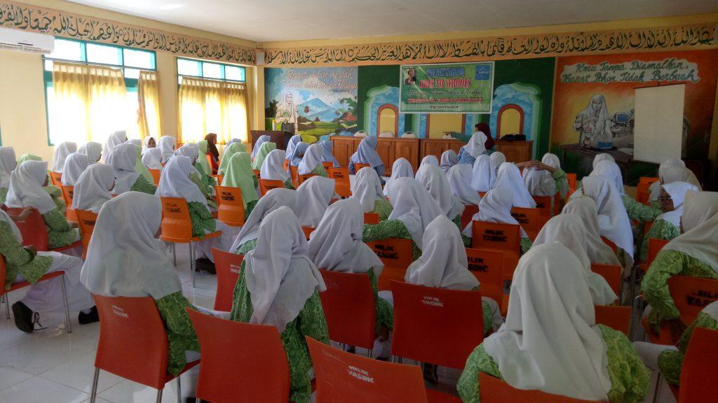 Palontaraq Goes To Schools di Ponpes Modern Putri IMMIM Minasatene-Pangkep. (foto: ist)