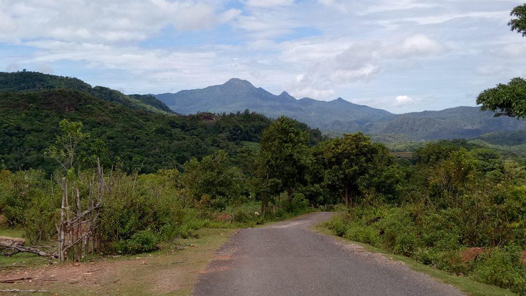 Pemandangan Gunung Bulusaraung dilihat dari Kawasan Batu Taddinding Desa Tondongkura. (foto: mfaridwm/palontaraq)