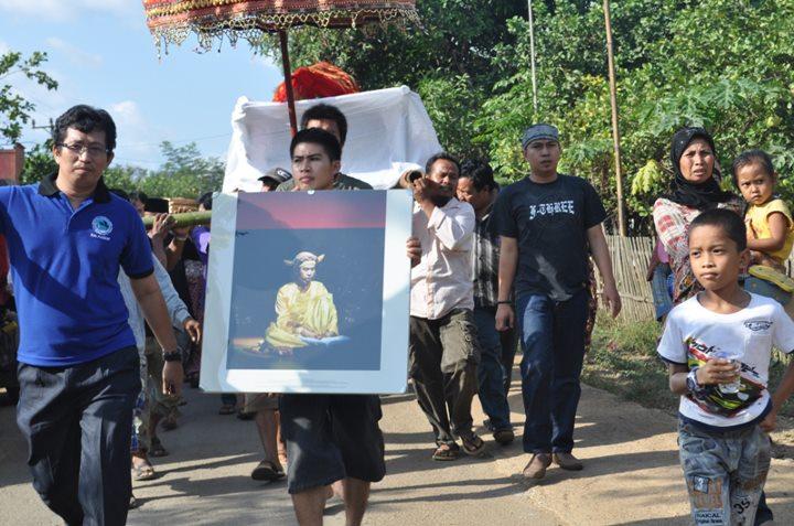 Mengantar Puang Matoa Saidi ke Peristirahatan Terakhirnya. (foto: ist/palontaraq)