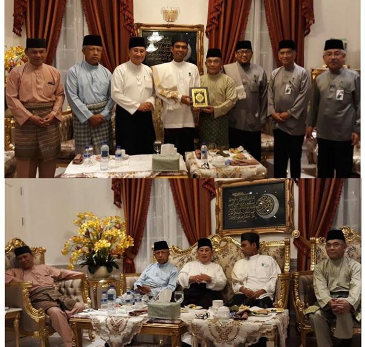 Dakwah Ustadz Abdul Somad juga diterima dengan baik di Malaysia dan Brunei Darussalam. Foto UAS dengan Pejabat Negara Brunai usai berdakwah di negara tersebut. (sumber foto: IG UAS)