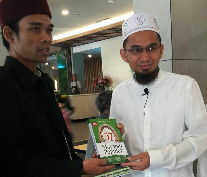 UAS bersama Ustadz Adi Hidayat (sumber foto: IG UAS)
