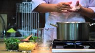 Membuat Bubur Menado (sumber foto: youtube)
