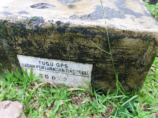 Tugu GPS di depan Kantor Desa Tondongkura. (foto: mfaridwm/palontaraq)