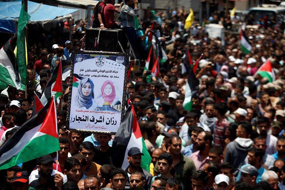 Mengiringi kepergian Razan al-Najjar. (foto: ist/palontaraq)