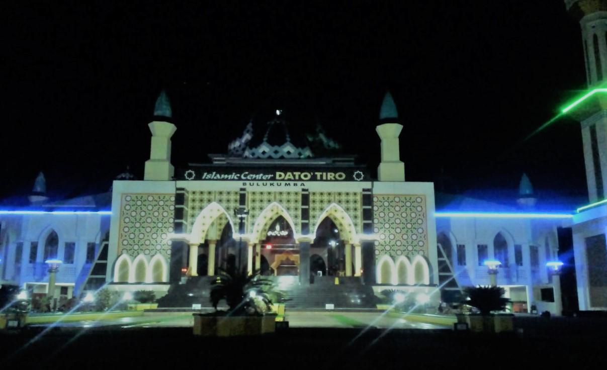 Disunnahkan untuk beri'tikaf di mesjid pada 10 hari terakhir Ramadhan. (foto: mfaridwm/palontaraq)