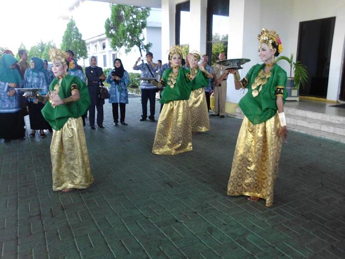 """Seni Tradisi """"Tari Paduppa"""". (foto: mfaridwm/palontaraq)"""