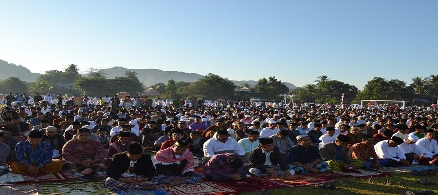 """Shalat """"Ied di Lapangan Minasatene, Pangkep. (foto: mfaridwm/palontaraq)"""