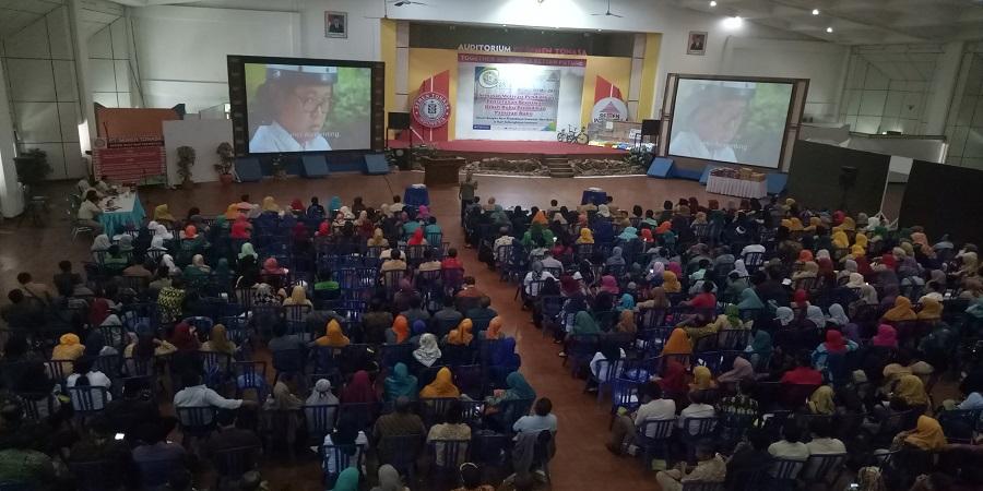 Manajemen PT. Semen Tonasa aktif menggelar seminar motivasi pendidikan dan memberikan beasiswa bagi pelajar dan mahasiswa. (foto: mfaridwm)