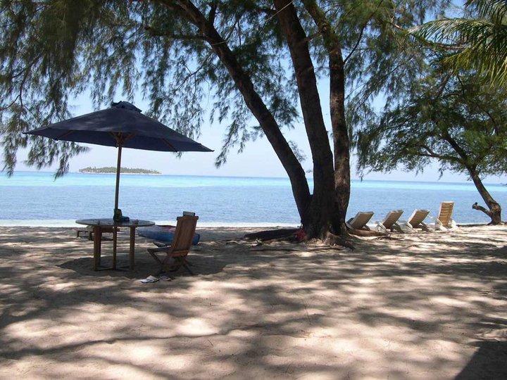 Pantai Pulau Kapoposan. (foto: mfaridwm/palontaraq)