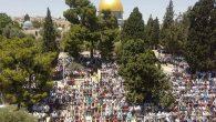 Shalat Jumat kaum muslimin Palestina. (foto: ist/palontaraq)