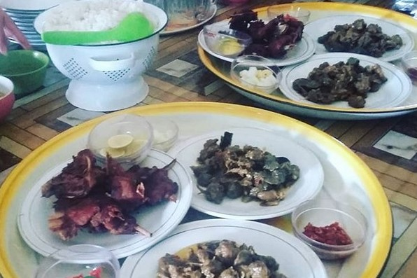 Hidangan bebek goreng dan bebek palekko khas sidrap. (foto: suharman_musa/palontaraq)