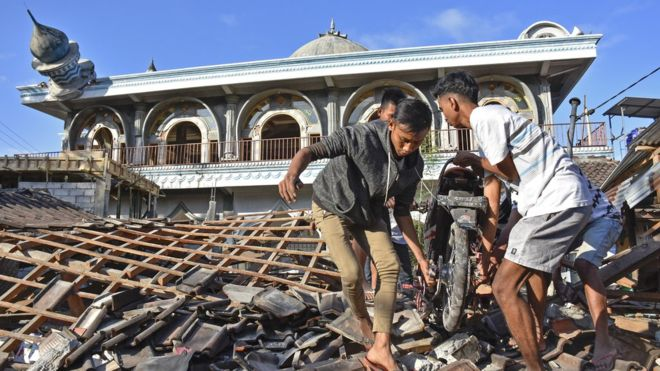Gempa Lombok telah menghancurkan Prasarana Pendidikan dan Ibadah. (foto: ist/palontaraq)