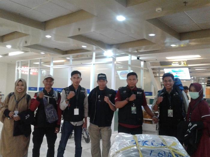 Relawan ARPSS sesaat sebelum bertolak dari Bandar Udara Internasional Hasanuddin, Makassar ke Lombok. (foto: ist/palontaraq)