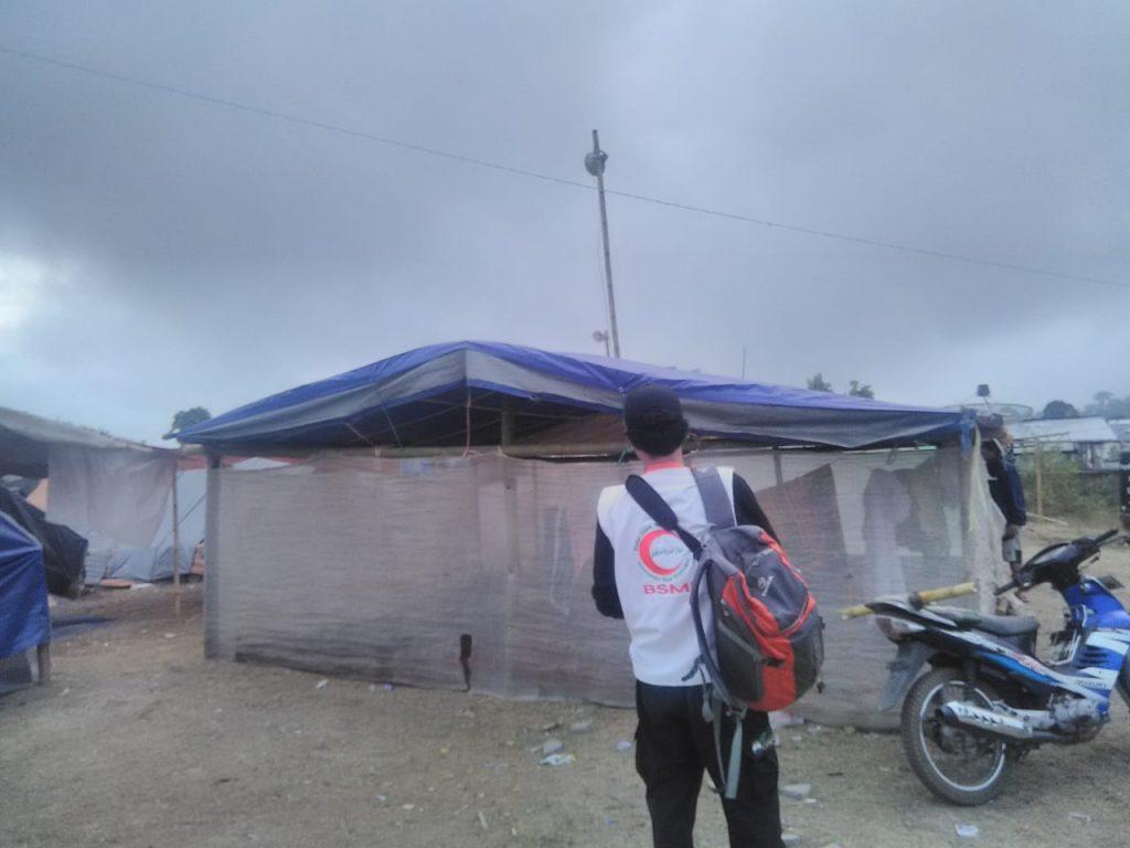Relawan BSMI survey lokasi untuk Relawan Aliansi Pendidikan. (foto: ahmadyani)