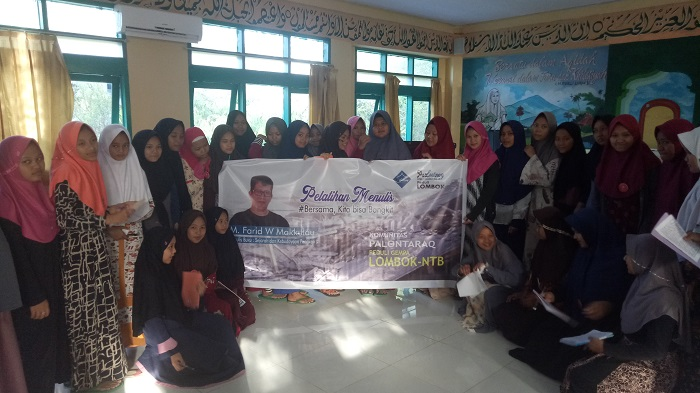 Dari santri putri IMMIM Pangkep, mereka mengirim salam untuk Pelajar Lombok. (foto: mfaridwm/palontaraq)