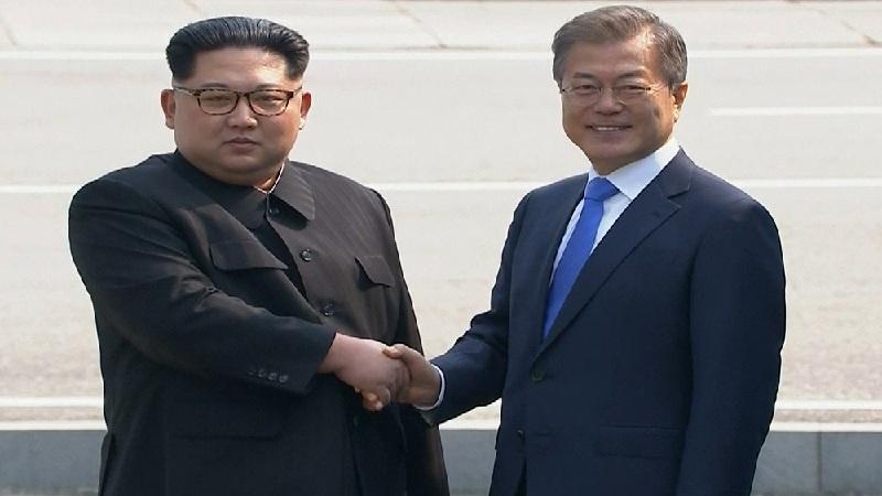 im Jong-un dan Moon Jae-in