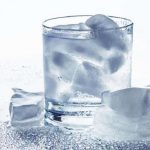 Bahaya Minum Air Es. (foto: brilio.net)