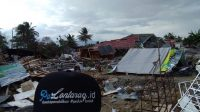 Serpihan bangunan yang ambruk pasca gempa di Palu. (foto: ist/palontaraq)