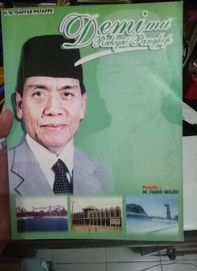 "Buku ""HA Gaffar Patappe - Demimu Rakyat Pangkep"". (foto: ist/palontaraq)"