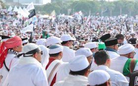 Lautan massa umat Islam dalam Reuni Akbar 212, di Monas dan sekitarnya, Jakarta (2/12). (foto: ist/palontaraq)