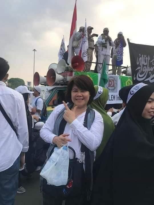 Aman dan Terharu ditengah kerumunan massa Umat Islam. (foto: ist/palontaraq)