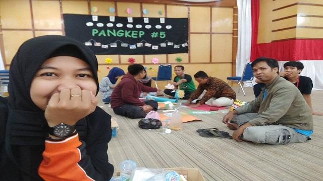 Maryam Syafitra dalam kegiatan KIP 5 di Pangkep. (foto: ist/palontaraq)