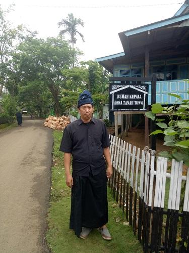Penulis di Tana Toa, Kajang, Bulukumba. (foto: hasbitube/palontaraq)