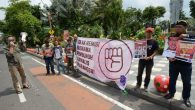 Aksi Tuntut Jokowi Cabut Remisi Susrama. (foto: merdeka.com)