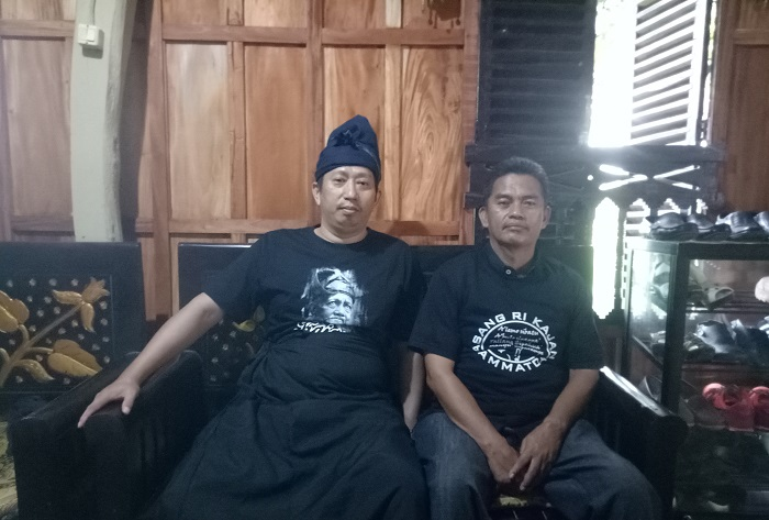 Before entering the Ammatoa Kajang customary area first go to the village head's house to adjust clothes and fill the guest book.