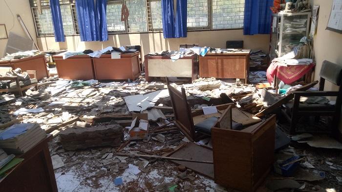 Kondisi sekolah yang rusak karena gempa di Lombok Timur, 2018. (foto: mfaridwm/palontaraq)