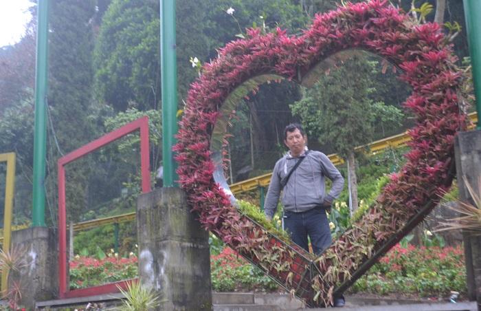 Penulis di Taman Selecta, Malang, Jatim. (foto: ist/palontaraq)