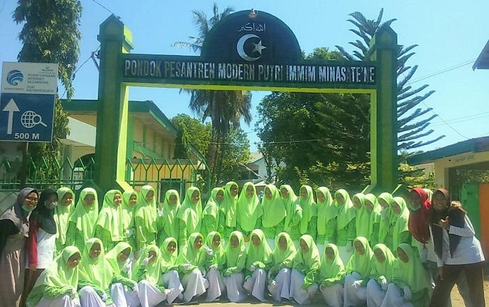 Para santriwati di Ponpes Modern Putri IMMIM Minasatene-Pangkep. (foto: ist/palontaraq)