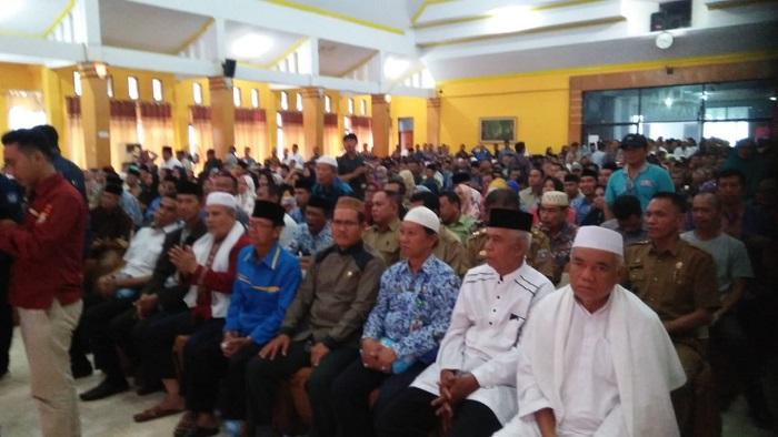 Ratusan tokoh masyarakat Pangkep yang hadir dalam silaturrahim dengan Kapolda Sulsel. (foto: ist/palontaraq)