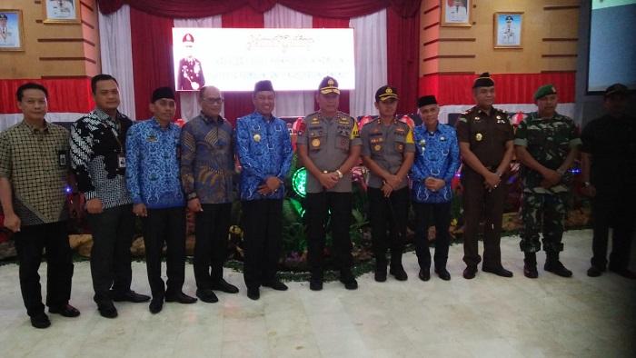 Foto bersama dengan Kapolda Sulsel, Irjenpol Drs H. Hamidin. (foto: ist/palontaraq)