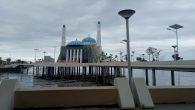 Masjid Amirul Mukminin, Pantai Losari, Kota Makassar. (foto: mfaridwm/palontaraq)